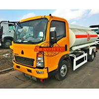 Quality HOWO 1000 - 1200 Gallons Petrol Tank Truck Carbon Steel Tank Material for sale