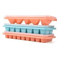 China Silicone ice cube tray ice storage box with lid kitchen utensil on sale