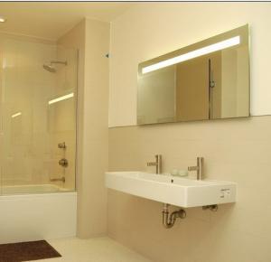 China lighted mirror, decoration mirror,villas mirror,modern bathroom mirror on sale