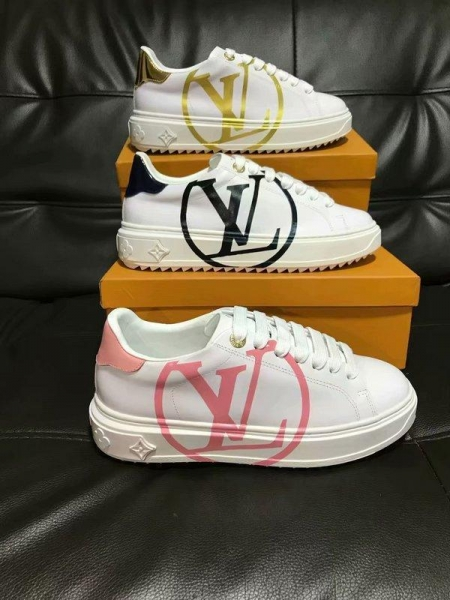 Buy Wholesale High Quality Alexander Mcqueen Leather Shoes White Sneaker Sporty Shoe at wholesale prices